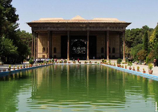 گشت و گذار و لذت از زیبایی های زیباترین باغ های ایران را نباید از