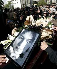 دهمین سالگرد فوت پوپک گلدره دختر دنیای شیرین دریا