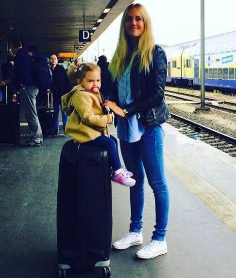 شباهت جالب مریم اوزرلی بازیگر حریم سلطان و دخترش لارا تصاویر