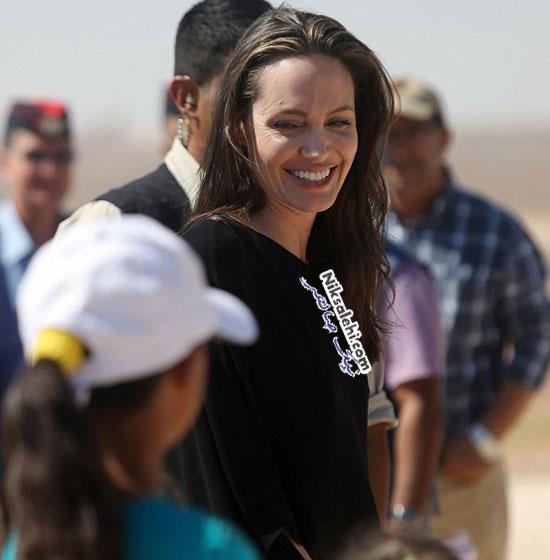 چهره آنجلینا جولی پنج روز قبل از طلاق در کمپ پناهنده های سوری