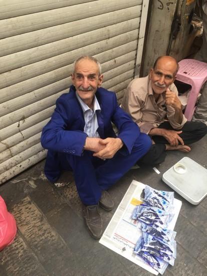 آیا احمد پورمخبر دستفروشی می کند؟! تصاویر