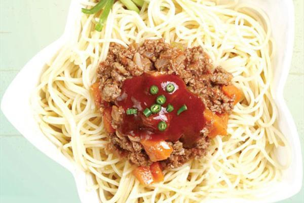اسپاگتی با سس معروف بلونیز