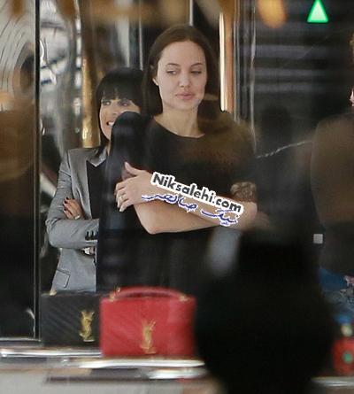 آنجلینا جولی بدون آرایش در یک مرکز خرید