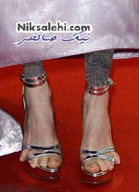 کفش های بسیار نامناسب خانم بازیگر مشهور