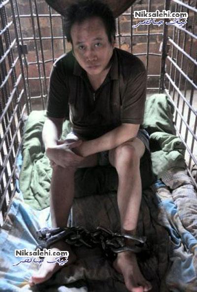 مادری که مجبور به نگهداری فرزندش در قفس شد