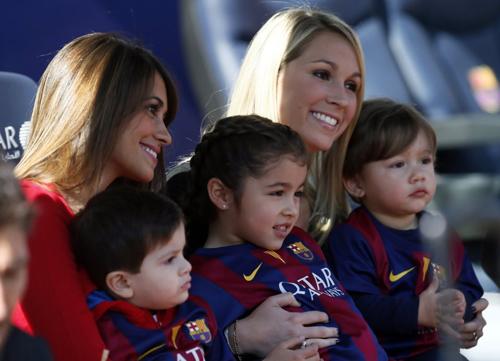 همسران 2 ستاره فوتبال در ورزشگاه