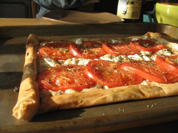 پیتزا پنیر و گوجه فرنگی با خمیریوفکا, بسیار آسان و متفاوت