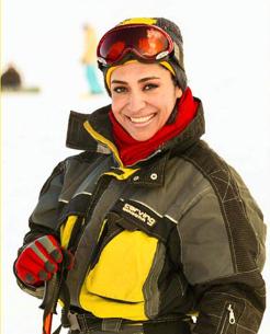 بازیگر زن با لباس اسکی عکس