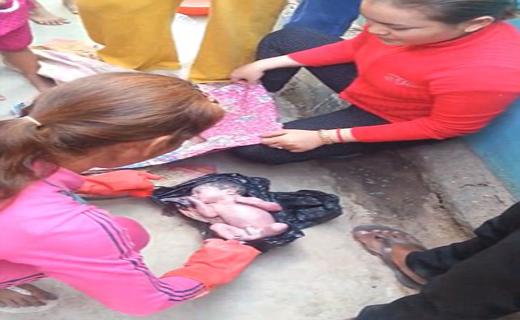 کشف نوزاد زنده از درون سطل زباله