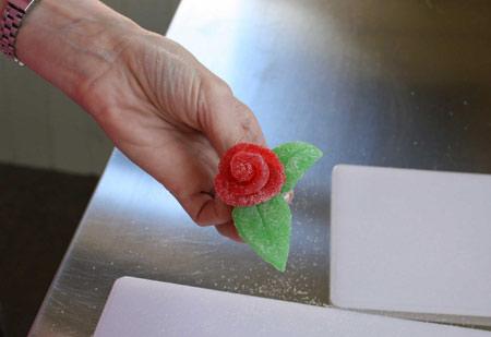تزیین کیک با گل های شکری تصاویر