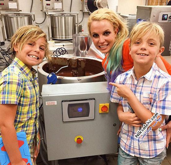 بریتنی اسپیرز و پسرانش در شکلات سازی
