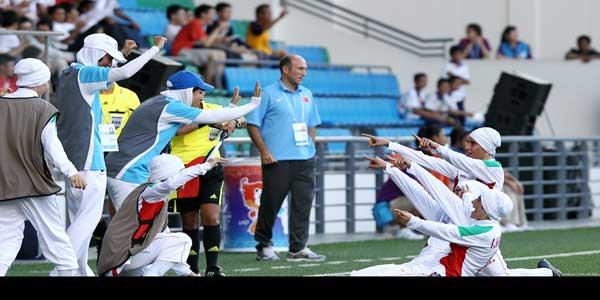 عکس: فیفا به لباس تیم فوتبال دختران ایران ایراد گرفت