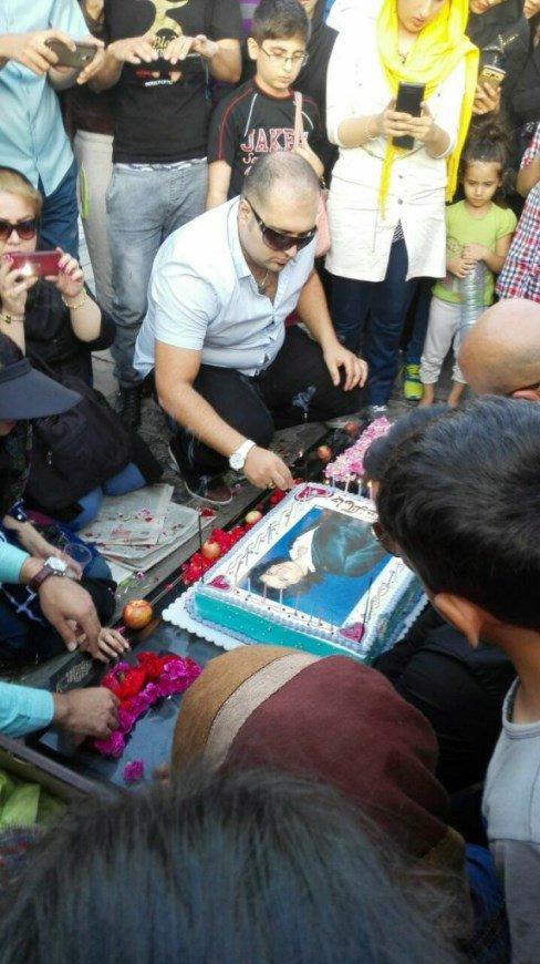 جشن تولد مرتضی پاشایی در بهشت زهرا بیوگرافی و تصاویر