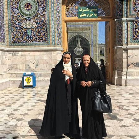لیندا کیانی و مادرش در حرم امام رضا تصاویر
