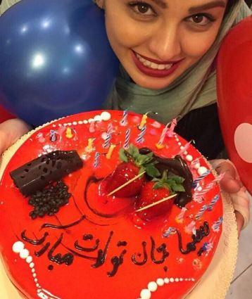 سیما خضرآبادی و کیک تولدش تصاویر