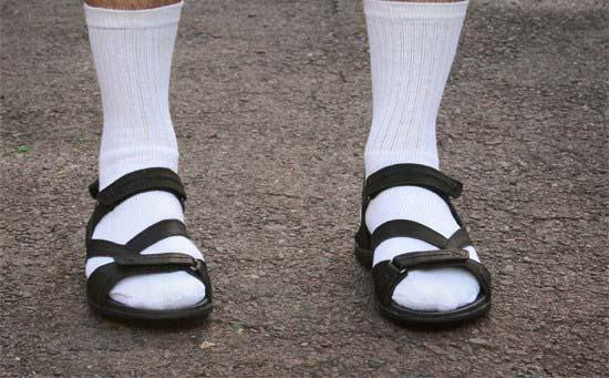 بدترین عادات لباس پوشیدن آقایان که باید برای شیک پوشی آنها را ترک کنند تصاویر