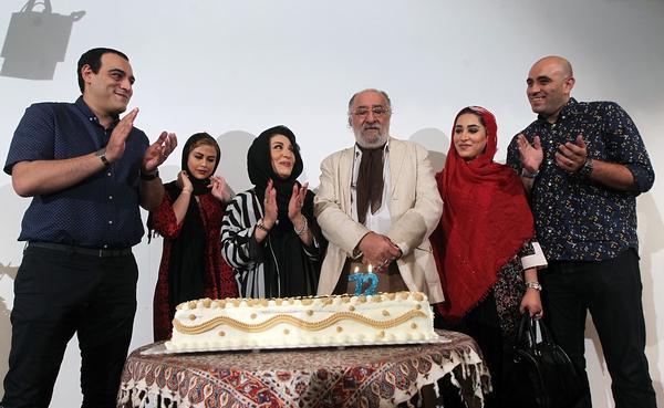 جشن تولد 73 سالگی داریوش ارجمند با حضور همسر و خانواده اش