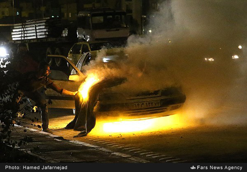 آتش گرفتن ناگهانی یک دستگاه خودرو زانتیا در تهران