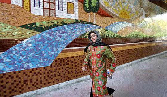 لاله اسکندری و خلاقیتش بر دیوارهای بی روح تهران! تصاویر