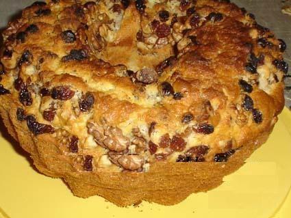 کیک پاییزی لذیذ گردو و کشمش