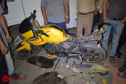 تصادف هولناک موتورسیکلت با تریلی