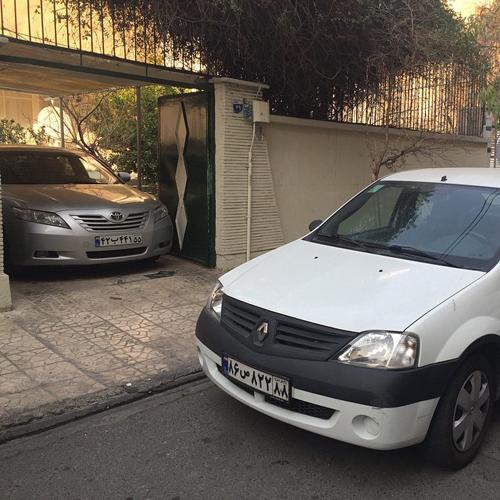 ماشین گران قیمت جاسم کرار در حیات خانه اش گرفتار شد