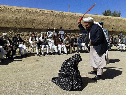 اجرای حکم شلاق پسر و دختر افغان