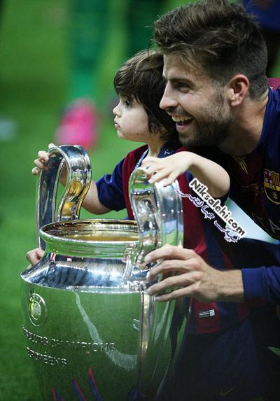 شکیرا و دو فرزندش در قهرمانی تیم اف.سی بارسلونا
