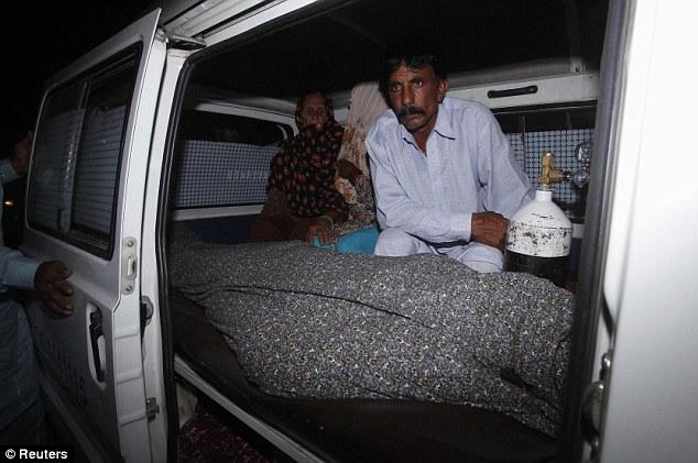 زن پاکستانی به دست اعضای خانوادهاش سنگسار شد