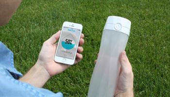 بطری آب هوشمندِ که زمان احساس تشنگی میدرخشد