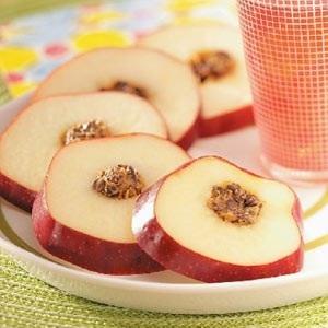 یک دسر شیک و سورپرایز کننده با سیب شکم پر! عکس