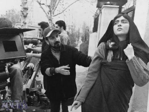 اصغر فرهادی و بازیگر مشهور زن در پشت صحنه «شهرزیبا» عکس