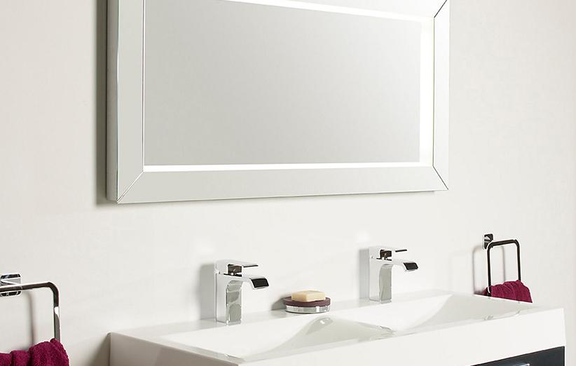 آینه هوشمندی که توانایی انجام چندین کار دارد به بازار می آید! عکس