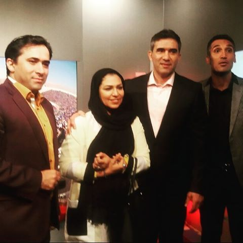 احمدرضا عابدزاده و همسرش در منزل مجری ورزشی  عکس