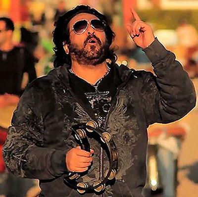 تظاهرات خواننده بریتانیایی علیه شهرام شب پره تصاویر