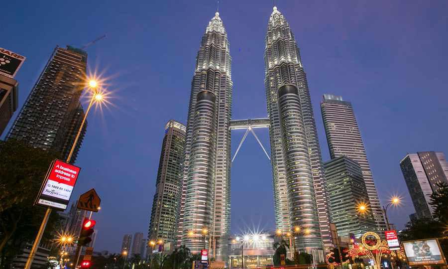 برج های دوقلوی شگفت انگیز پتروناس در کوالالامپور را بشناسید
