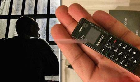 کوچک ترین گوشی در دست زندانیان تصاویر