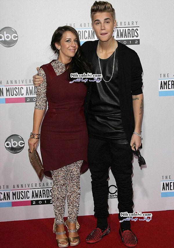جاستین بیبر و مادرش در مراسم جوایز موسیقی