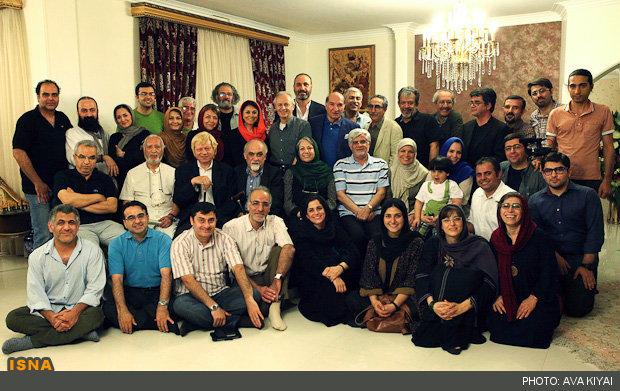 دیدار جمعی از هنرمندان با عارف (عکس)