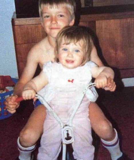 دیوید بکهام درکنار خواهرش به مناسب جشن تولدش تصاویر