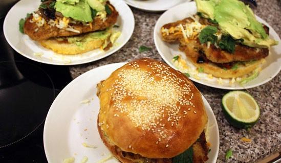 ساندویچ محلی مکزیک بسیار خوشمزه