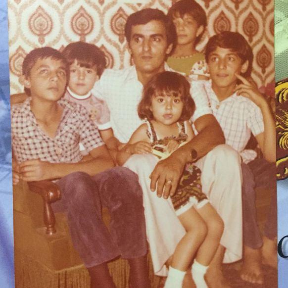 پرستو صالحی بازیگر کشورمان در آغوش پدرش! عکس