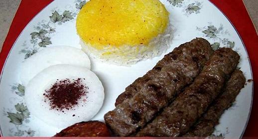 تهیه کباب کوبیده اصل ایرانی با ماهی تابه!/تصویری