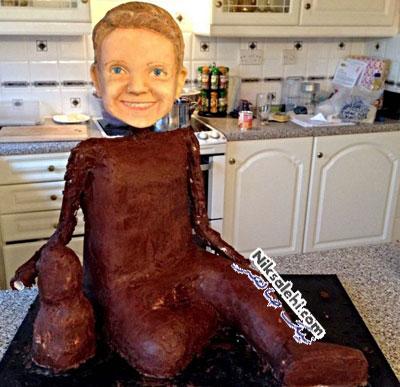 کودکی که از دیدن کیک تولدش به شدت متعجب شد