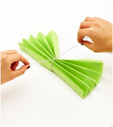 ساخت کاردستی آویز گل کاغذی تزئینی برای مهمانی ها  تصاویر