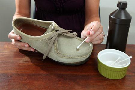 آموزش مرحله ای نحوه تمیز کردن کفش جیر