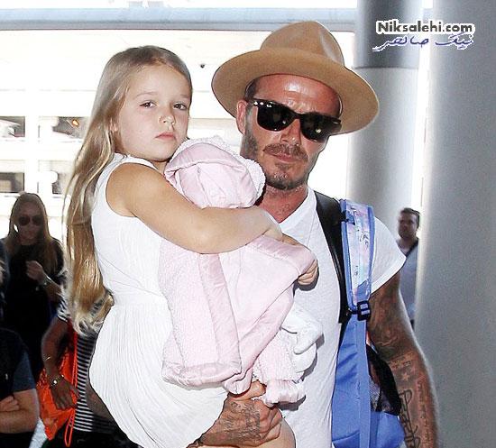 دیوید بکهام درحین دوختن لباس عروسک برای دخترش