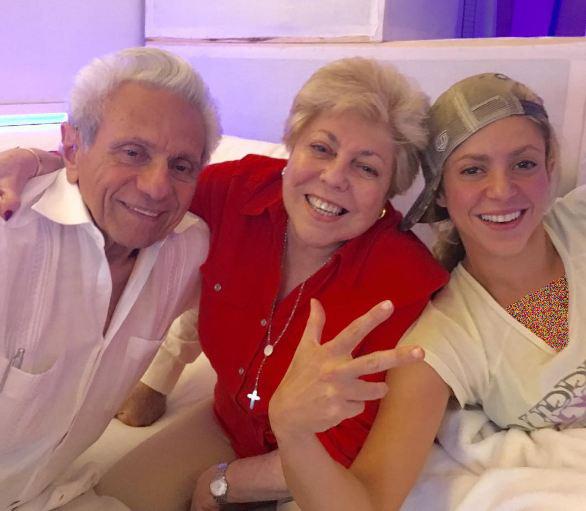 عکسهای جالب شکیرا در کنار پدر و مادرش! تصاویر