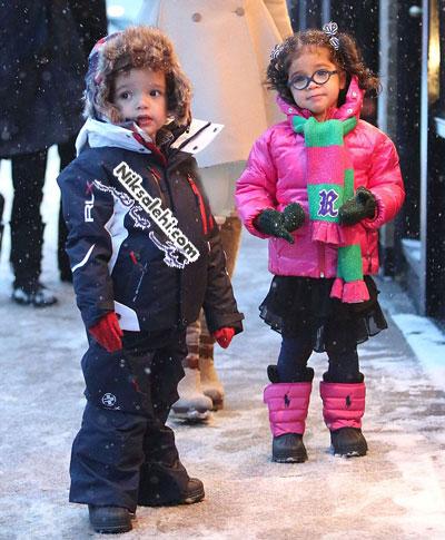 سوژه شدن کفش های ماریا کری در روز برفی