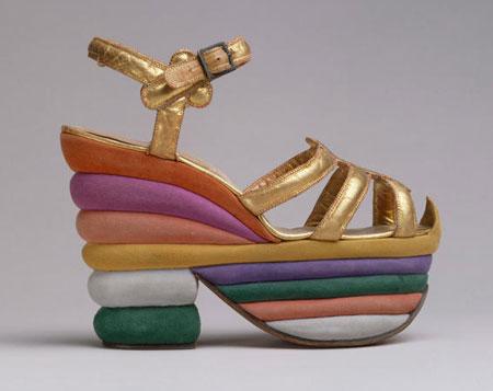 مدل کفش هایی با پاشنه های عجیب  تصاویر